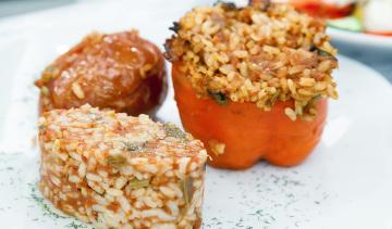 Gemista: pomodori e peperoni con riso e spezie.