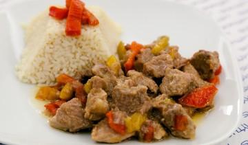 Hirino Krasato: spezzatino di carne di maiale al vino.