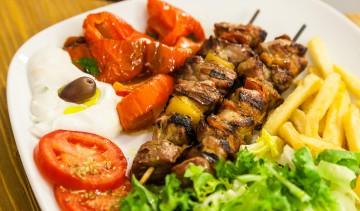 Souvlaki: spiedini di carne di maiale o pollo.
