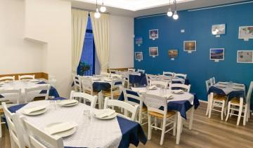 La sala superiore con le immagini della Grecia
